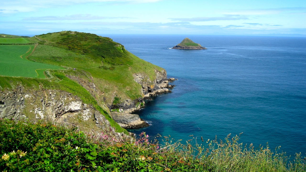 Image of Cornwall coastal path.